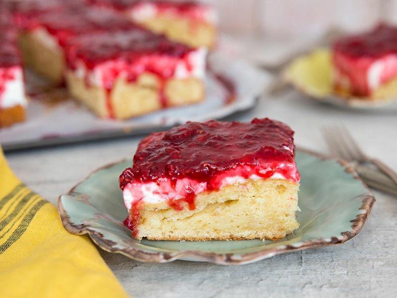 Ahududu soslu kek