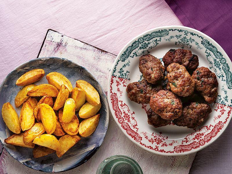 Anne köftesi ve patates kızartması
