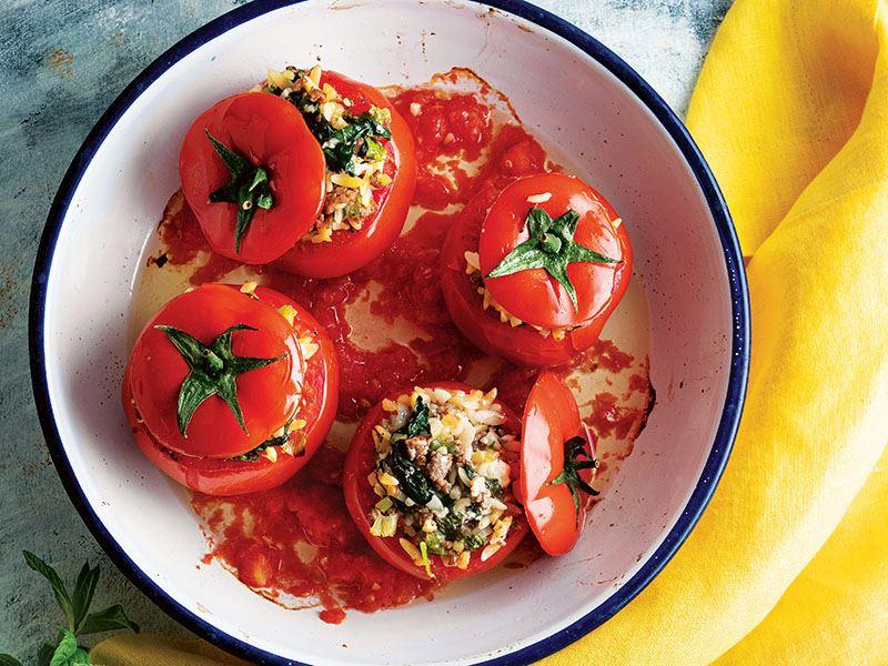 Arpa şehriyeli domates dolması