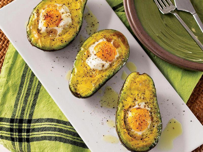 Avokadolu yumurta