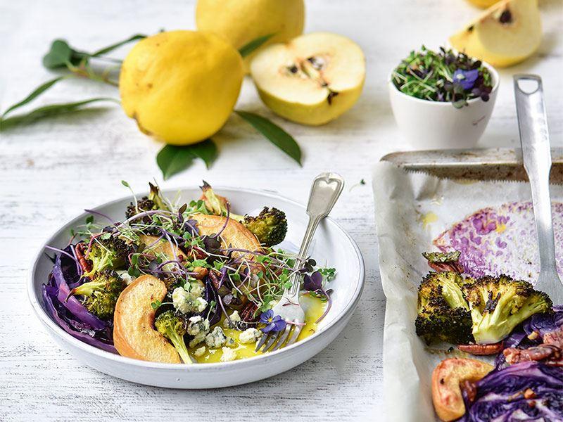 Ayvalı ve ızgara sebzeli kış salatası