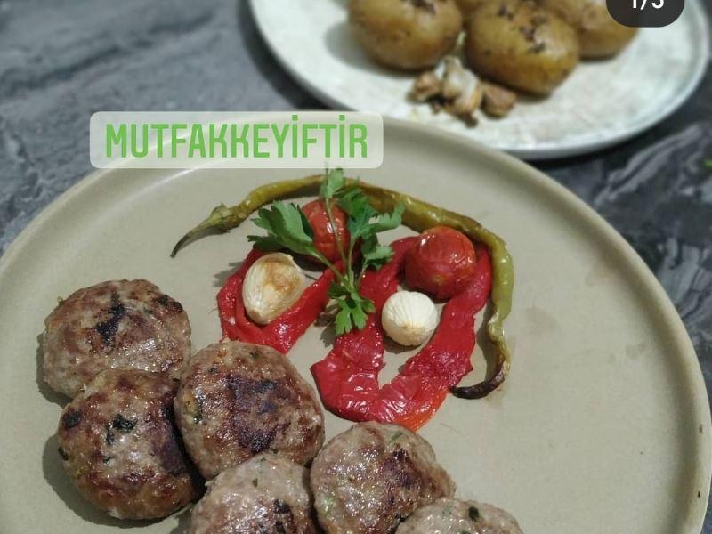 Baby patates ve ızgara köfte