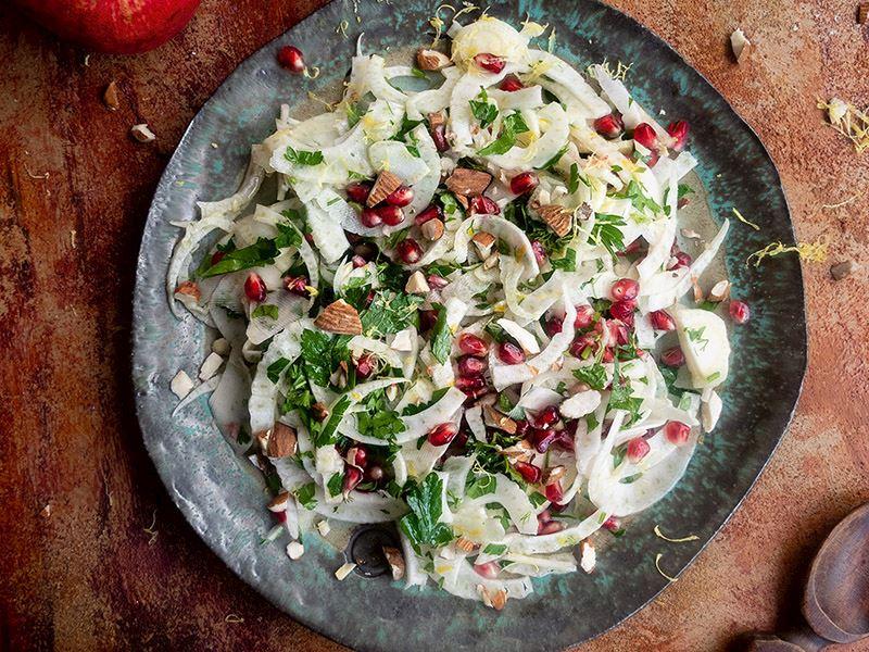 Badem ve narlı rezene salatası