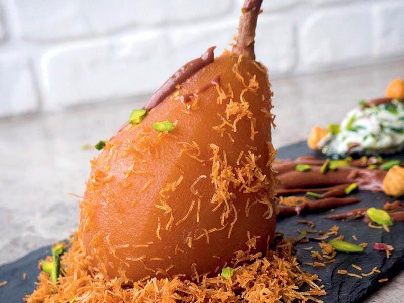 Baharatlı armut (Yoğun çikolatalı sos ve kıtır kadayıf ile)