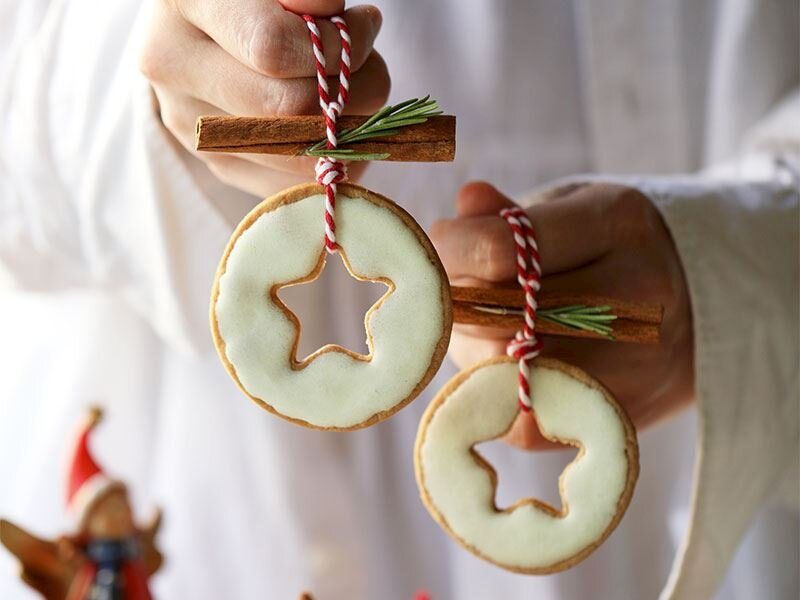 Baharatlı İsveç kurabiyesi ile yılbaşı ağaç süsü