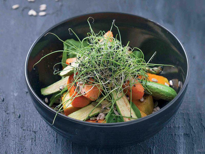 Balkabaklı baby kabak ve çekidekli salata (Turp filizi ile)