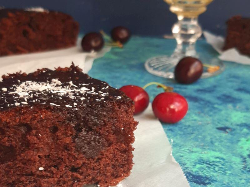 Browni tadında kakaolu ıslak kek