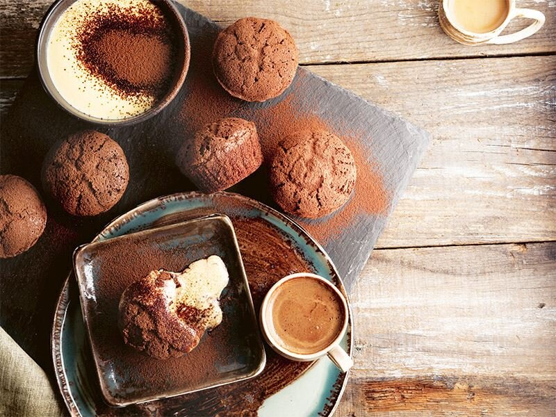 Çikolatalı creme anglaise soslu muffin