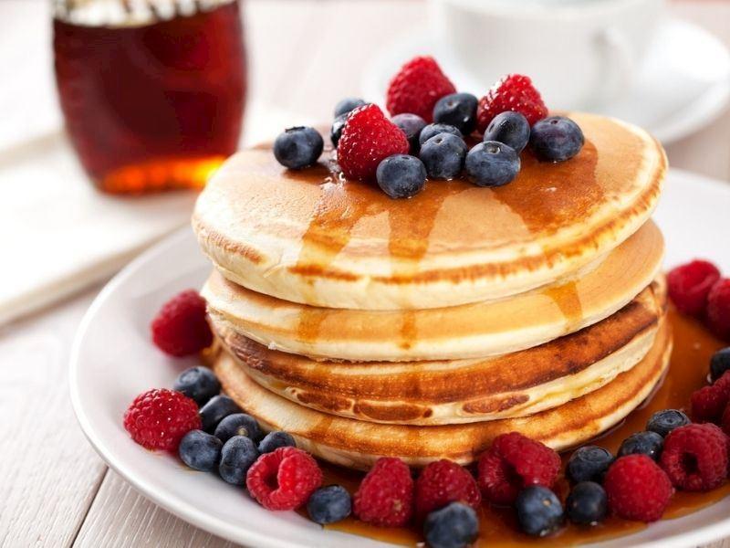Çikolatalı Orman Meyveli Pancake