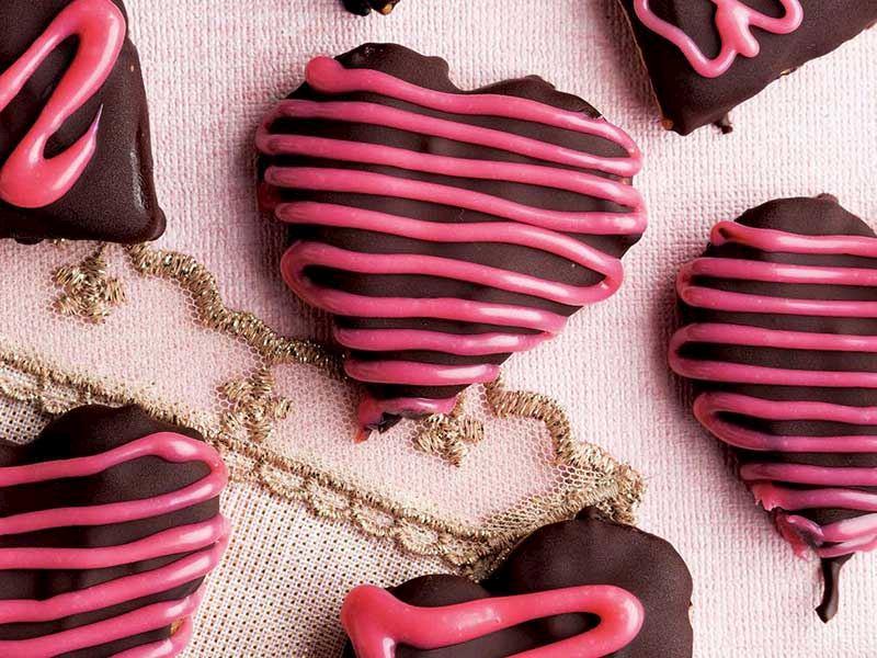 Çikolatalı sevgililer günü kurabiyesi