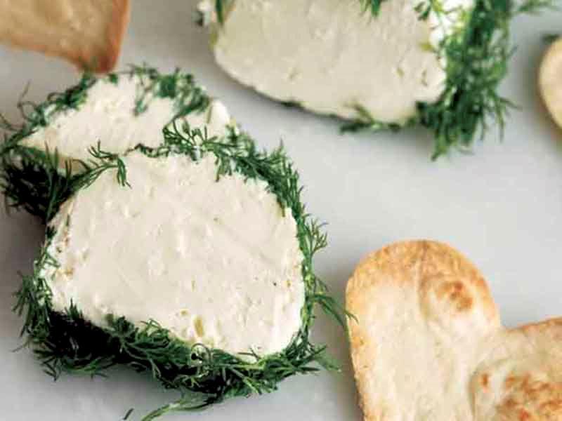 Dereotlu keçi peyniri ezmesi