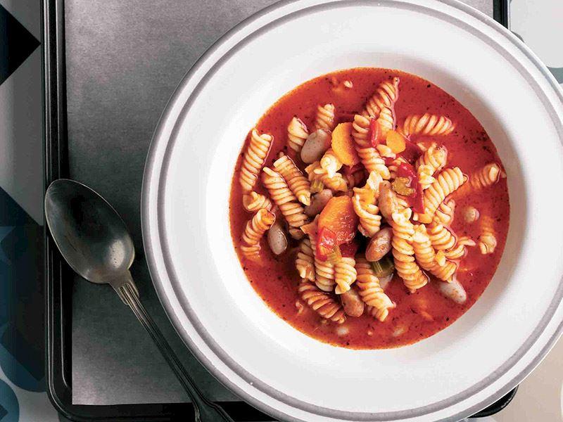Domatesli makarna çorbası
