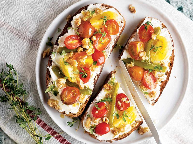 Ekmek üstü domates tava