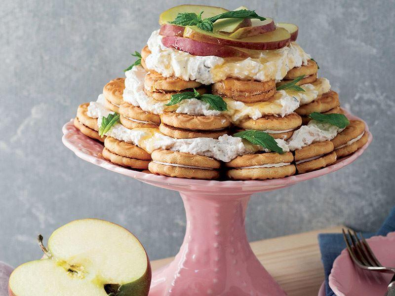 Elma kremalı bisküvili pasta