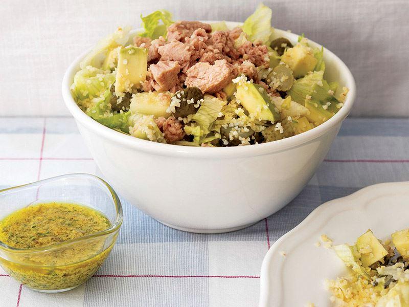 Elmalı ve avokadolu ton balıklı salata