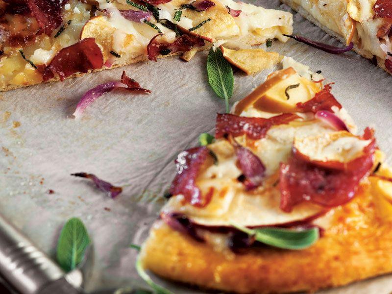 Elmalı ve füme etli pizza