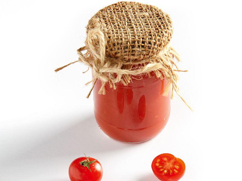 Fesleğenli domates sosu