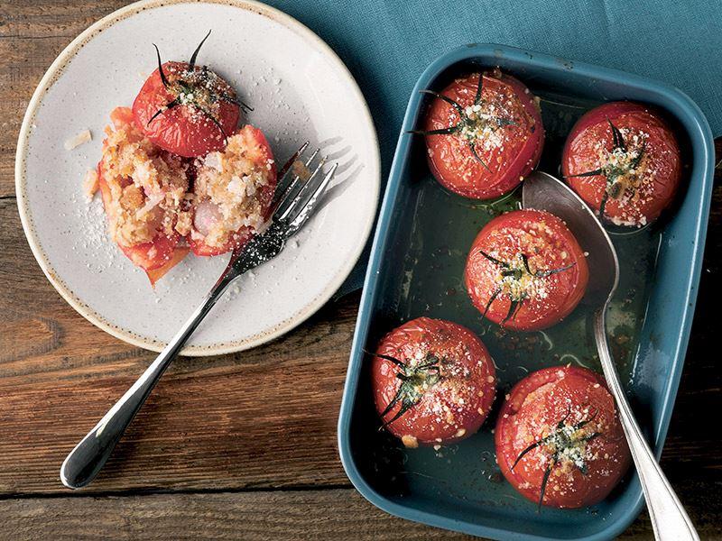 Fırında turplu domates dolması