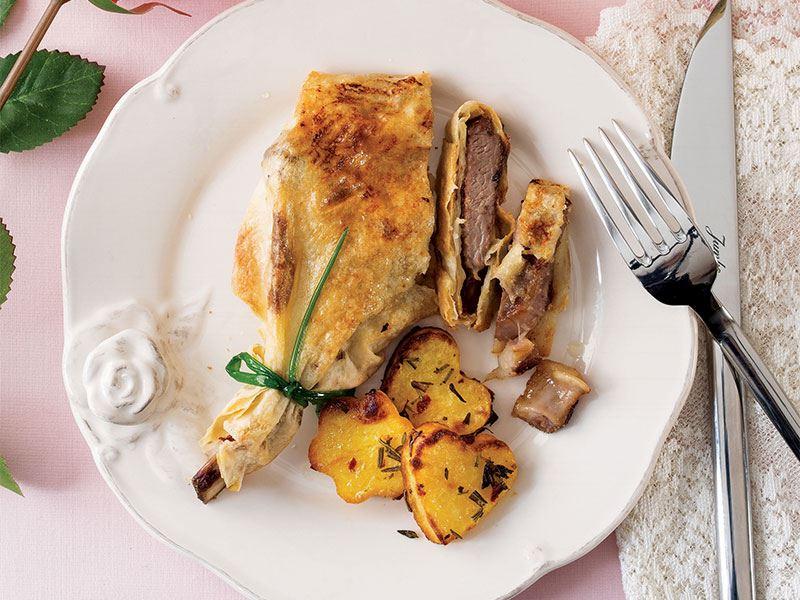 Fırında yufkalı pirzola ve kalp patates