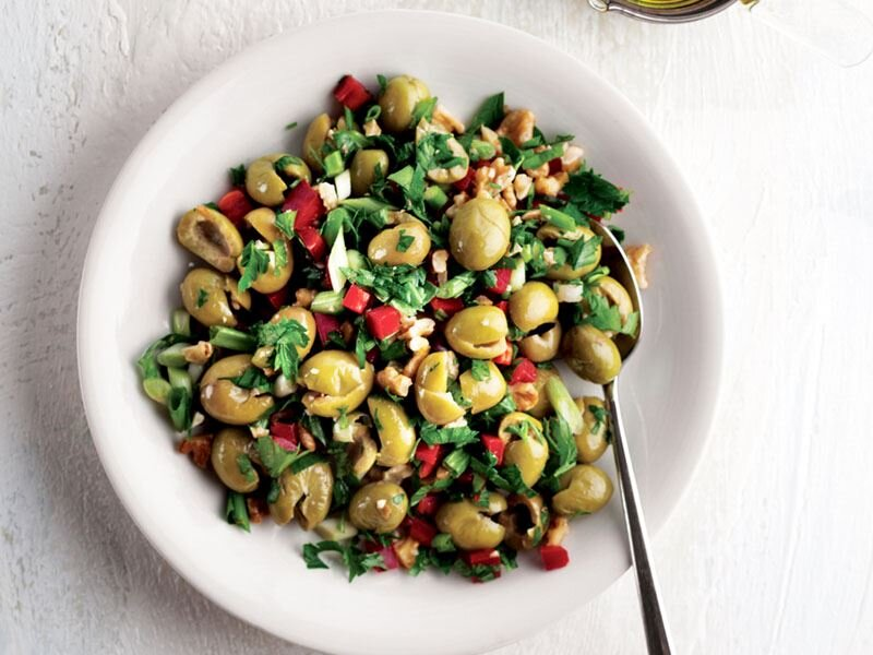 Girit zeytin salatası