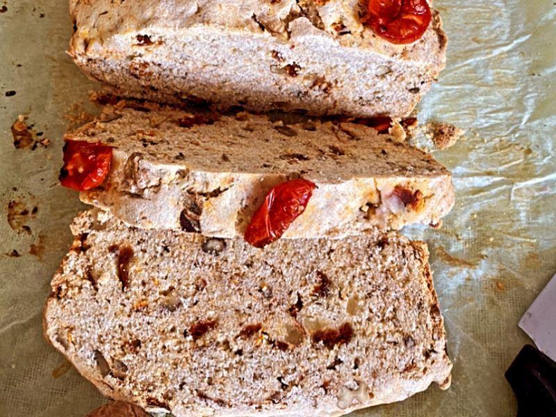 glutensiz domatesli karabuğday ekmeği