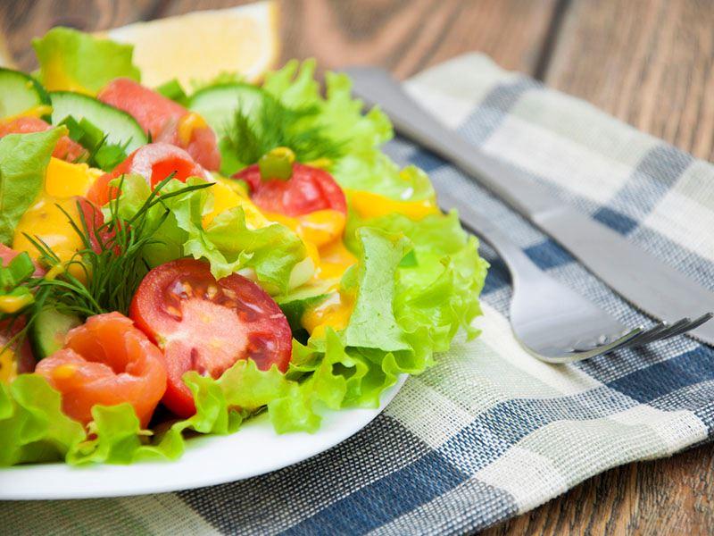 Hardal soslu yeşil salata