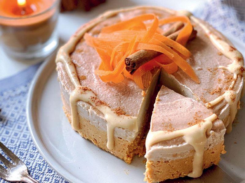 Havuçlu, tarçınlı, fıstık ezmeli pişmeyen pasta