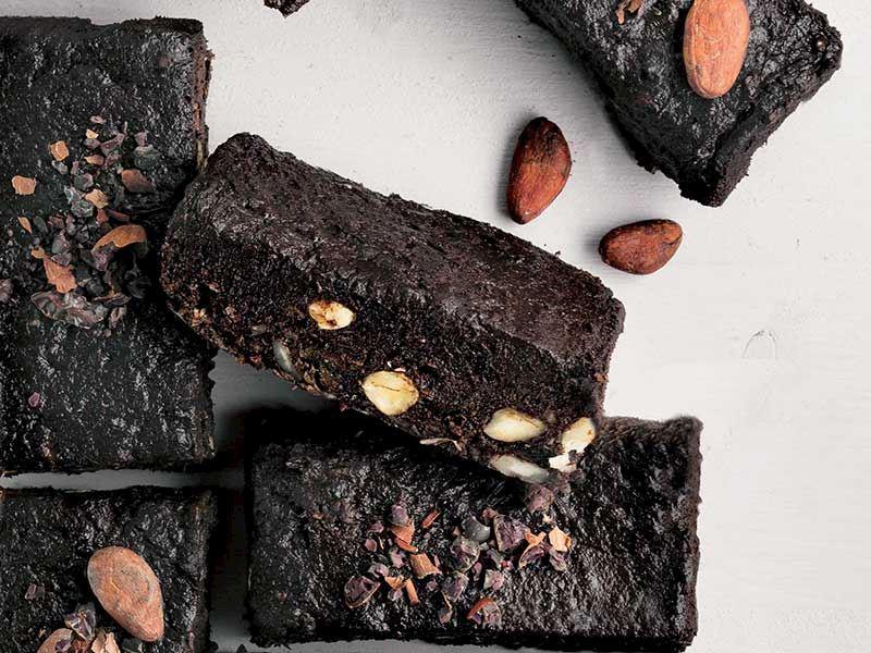 Hurma kaplamalı fındıklı brownie