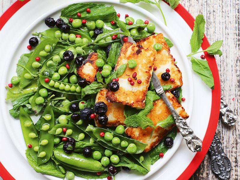 Izgara hellimli bezelye salatası