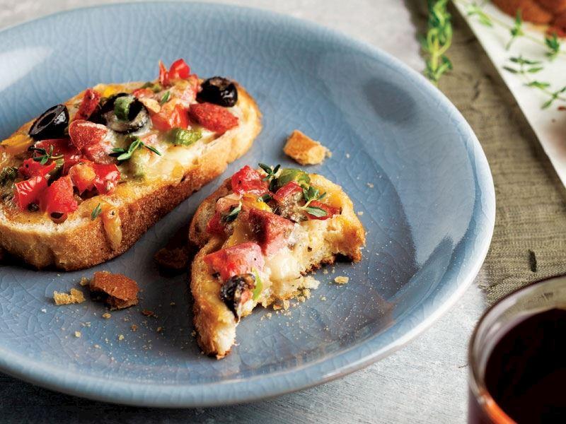 Kahvaltılık ekmek üstü pizza