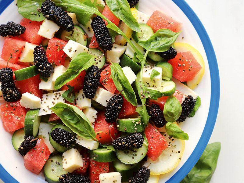 Kara dutlu karpuz salatası