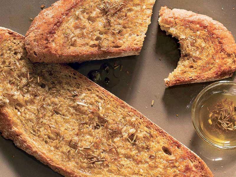 Kimyonlu ve sarımsaklı ekmek
