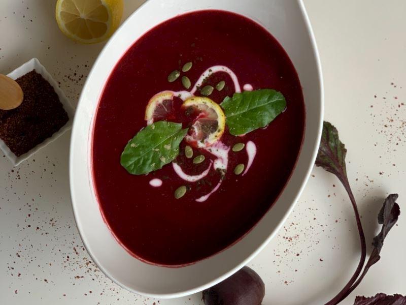 Kırmızı antioksidan çorbası