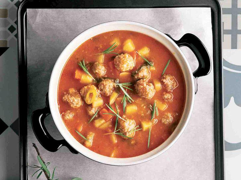 Köfteli ve sebzeli çorba