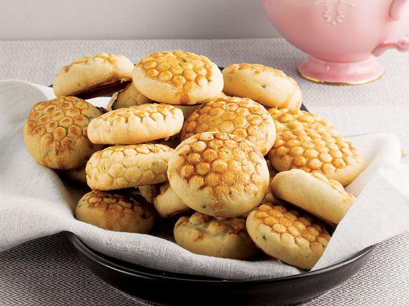 Labne peynirli ve otlu yumuşak kurabiye