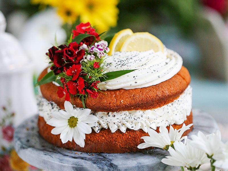Limonlu, haşhaşlı ve kremalı kek