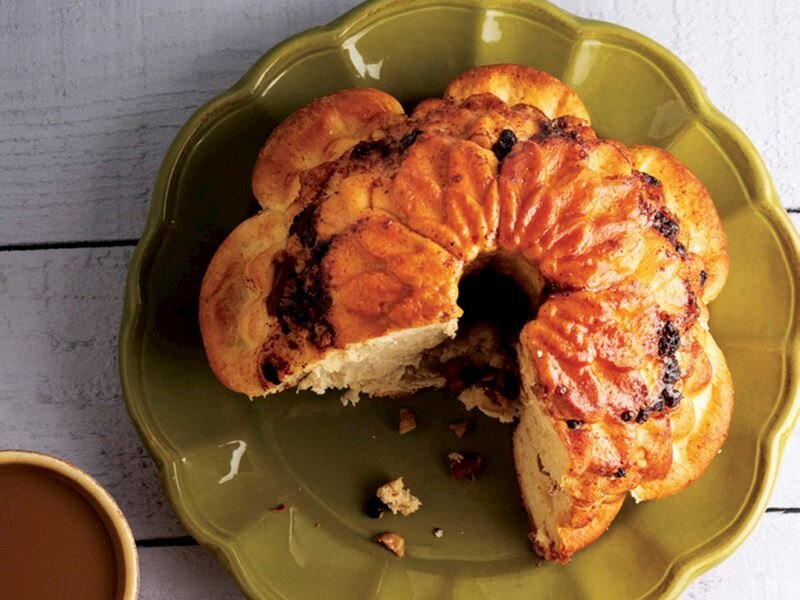 Mayalı hamurdan kek