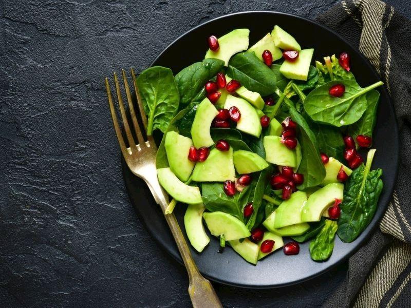 Narlı Avokado Salatası