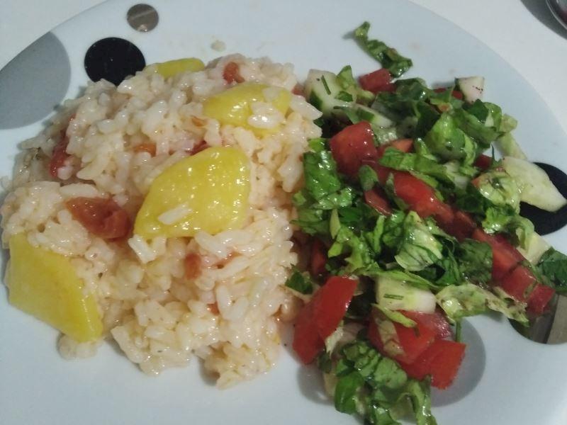 Patates ve domatesli pirinç pilavı