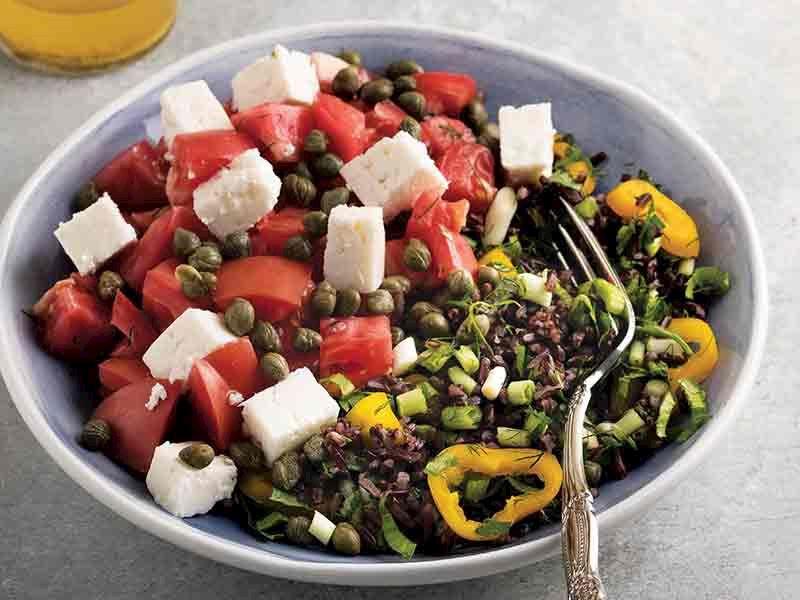 Pembe domatesli pirinç salatası