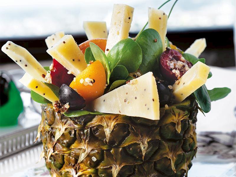 Peynirli ve meyveli semizotu salatası