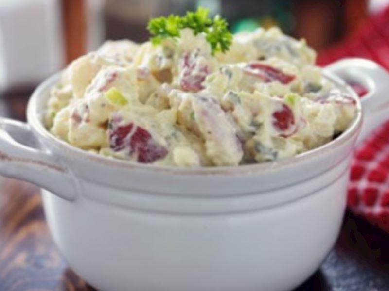 Sağlıklı patates salatası