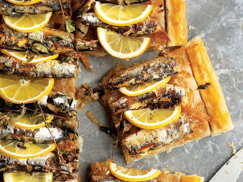 Sardalya, limon ve karamelize soğanlı tart