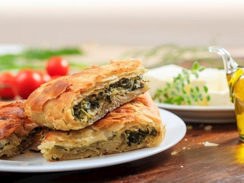 Selanik Usulü Ispanaklı Börek
