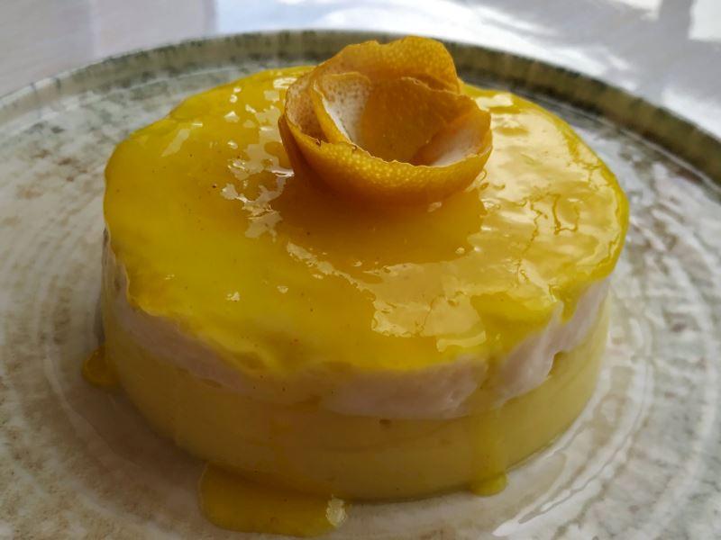 Sırrı renginde limon soslu muhallebi