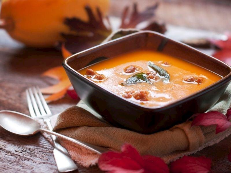 Sucuklu Tarhana Çorbası