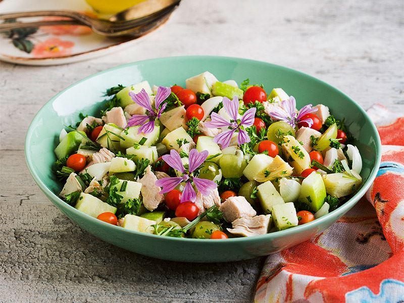 Tarhun otlu tavuk salatası
