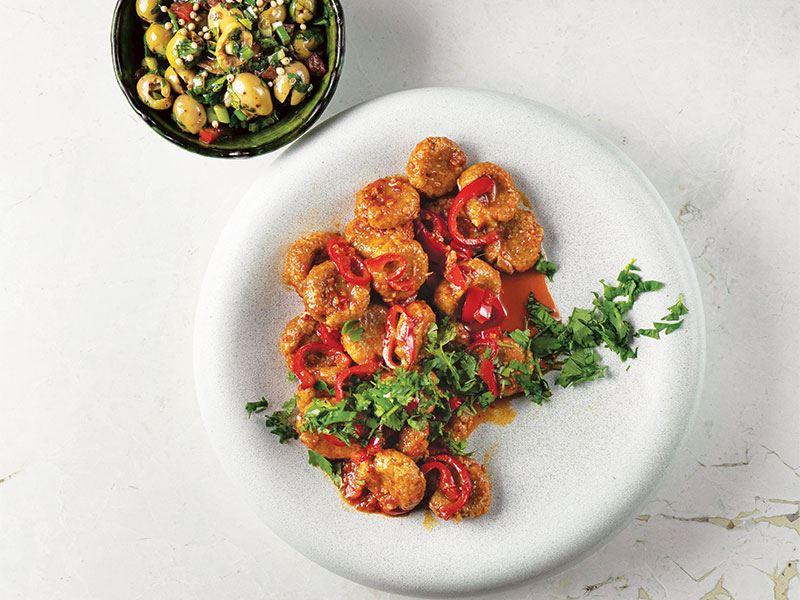 Tarsus usulü sarımsaklı köfte & Zeytin salatası