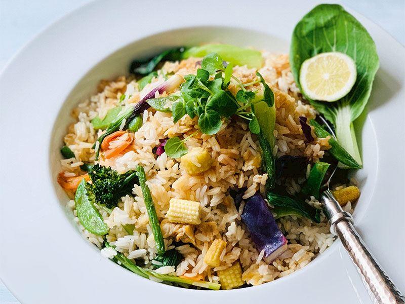 Vietnam usulü yumurtalı pirinç pilavı
