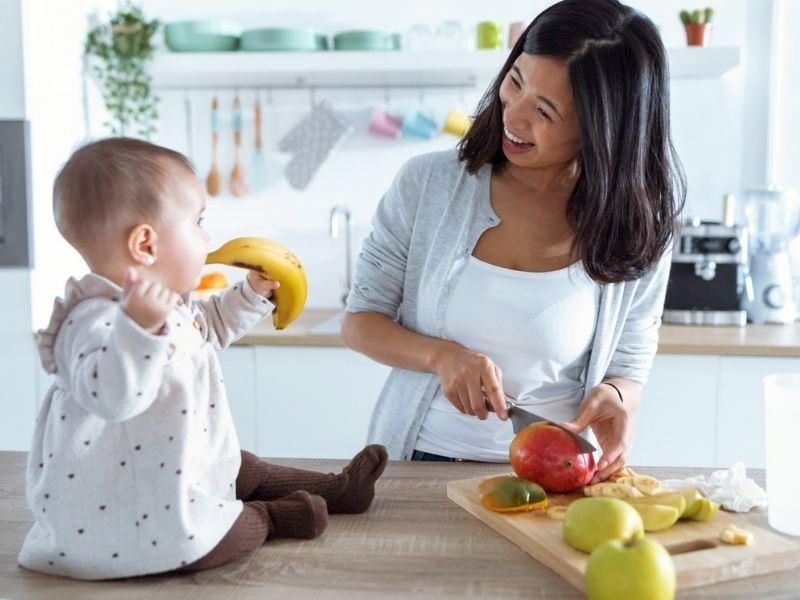 Bebeğinizi katı gıdalara başlatma kılavuzu: Bebekler için örnek tarifler